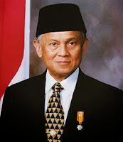 Menteri Negara Riset dan Teknologi Republik Indonesia ke Bacharuddin Jusuf Habibie - Ilmuwan Pemegang 46 Hak Paten di Bidang Aeronautika