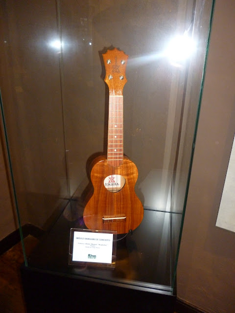ko'aloha ukulele at the museo del timple