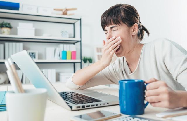 3 Hal Yang Biasa Dilakukan Ketika Mengantuk di Kantor