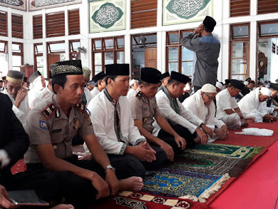 Image result for wakapolres shalat ied