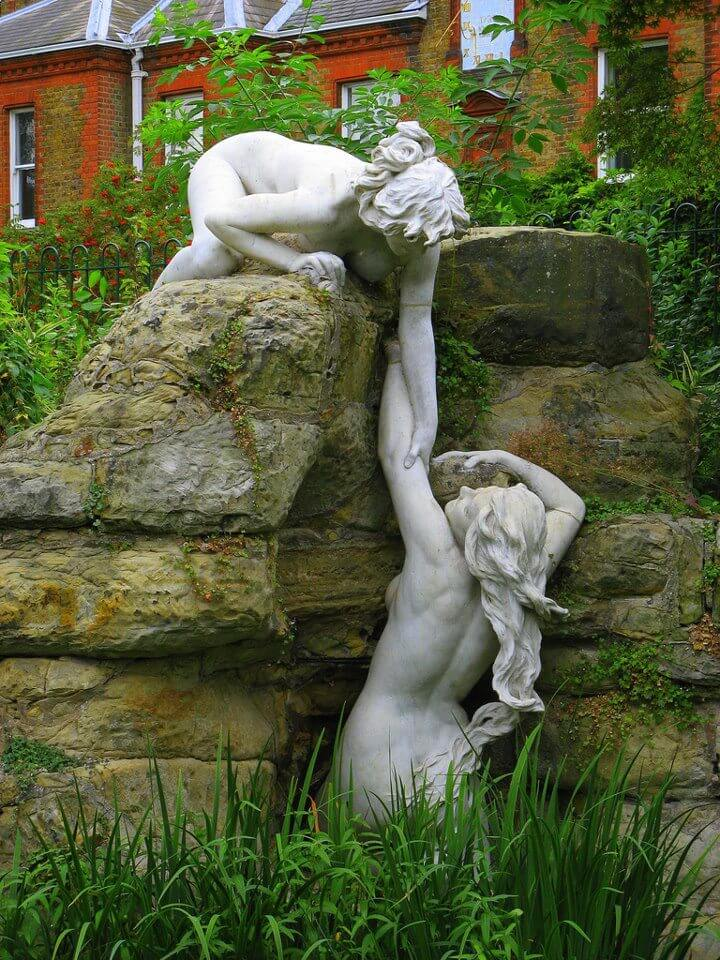 30 Of The World's Most Incredible Sculptures That Took Our Breath Away - Water nymphs, York House Gardens Oxford, England