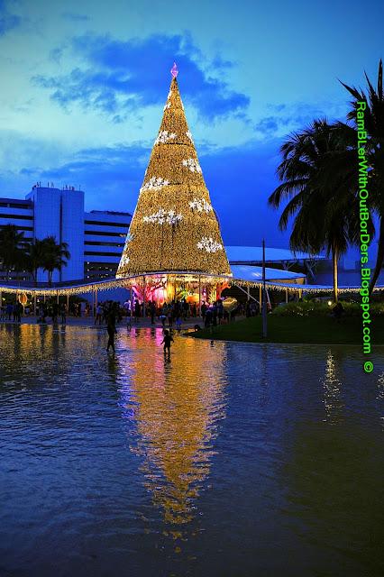 Christmas tree, Vivocity, Singapore