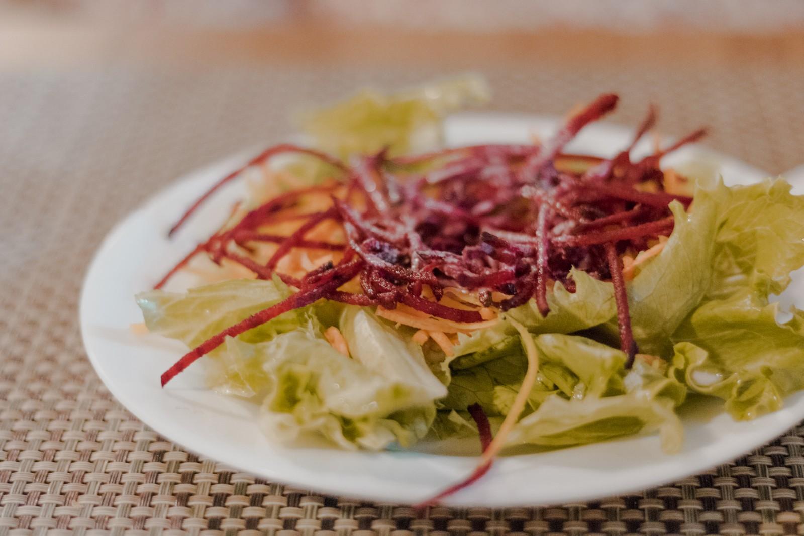 salada de entrada do restaurante raízes zen