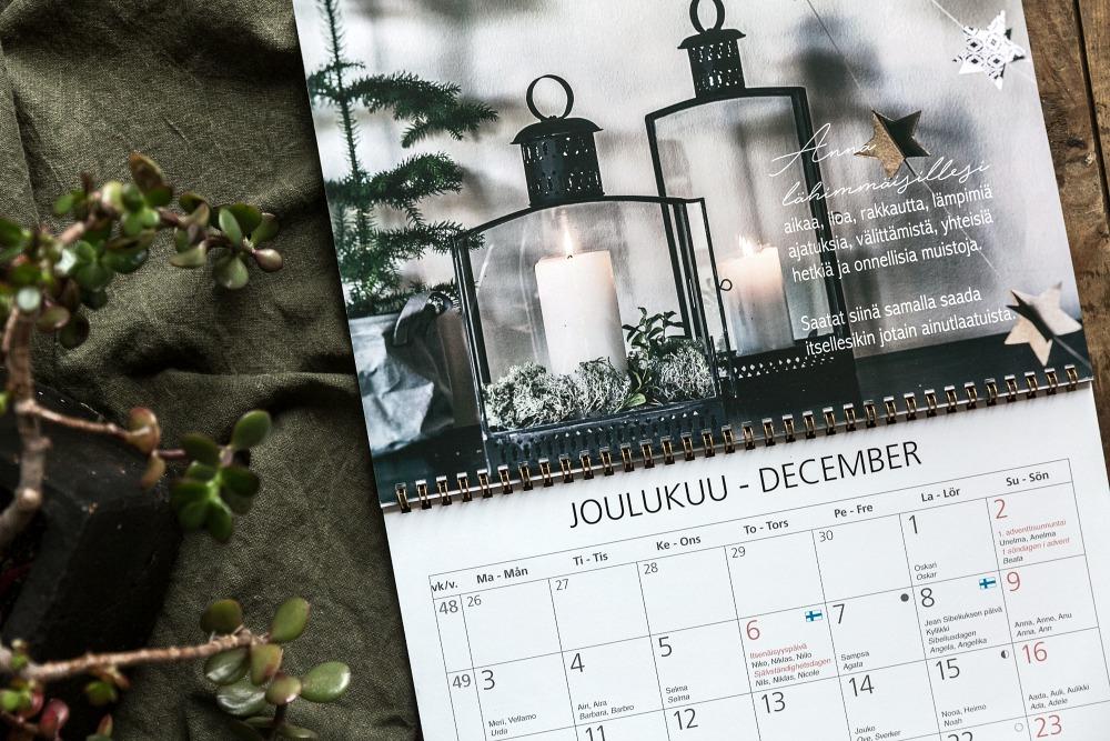 Hyvä Vuosi, kalenteri, almanakka, kalenteri vuodelle 2018, kuvakalenteri, valokuvakalenteri, seinäkalenteri, päivyri, mietelause, aforismi, hyvä elämä, Visualaddict, Frida Steiner, allakka, kotimainen, viikkokalenteri, avainlipputuote, suomalainen, joululahjavinkki, joululahja, kierresidonta, unelmieni vuosi