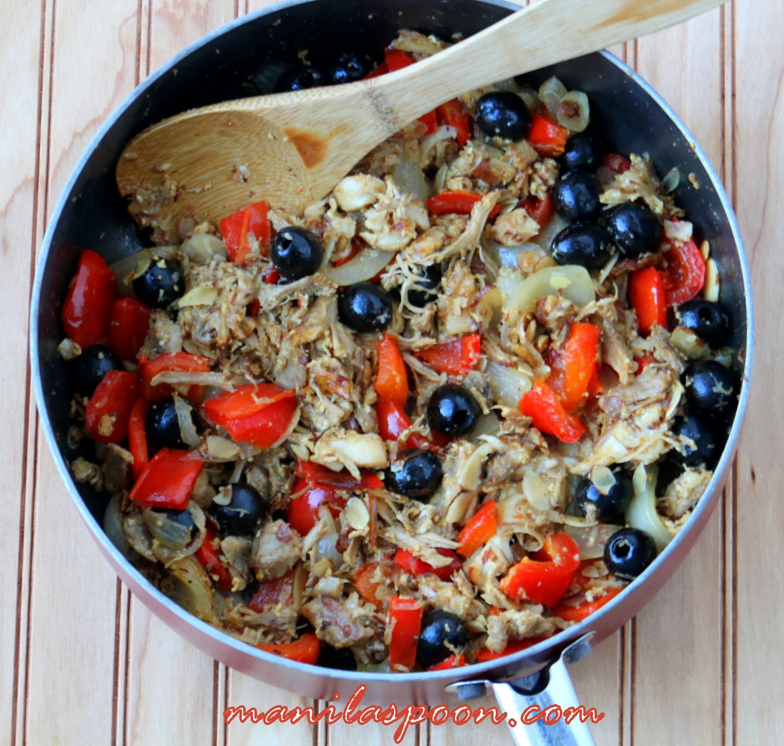 Looking for a new and delicious left-over turkey dish to try? This turkey hash is loaded with flavors from olives, bell peppers, parsley and you can even melt some cheese on top if you like!! Enjoy!