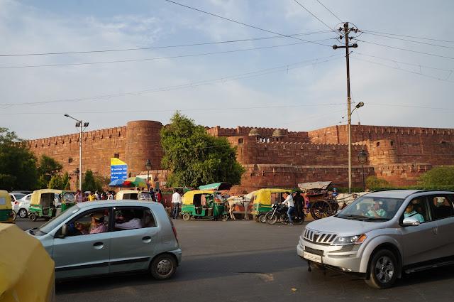 Bagian depan dari Agra Fort