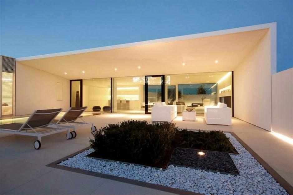 Uma resid ncia minimalista e moderna na it lia design innova for Casa minimalista lima