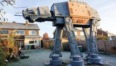 Wow, Ada Mesin Perang Star Wars di Halaman Rumah