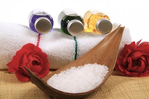 طرق استخدام الملح لعلاج المشكلات الجلدية الشائعة