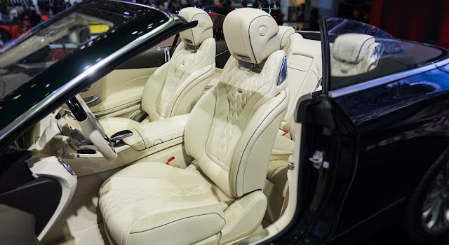 Hàng ghế trước Mercedes S500 Cabriolet 2017 được làm từ chất liệu da Nappa với logo Designo ở phía trên