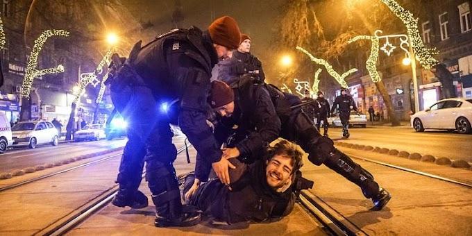 Így provokálta a rendőröket az áldozatnak beállított gördeszkás hülyegyerek