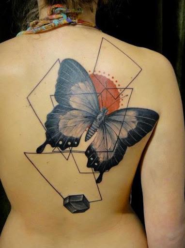 Preto tatuagem de borboleta ideias para meninas na parte superior traseira
