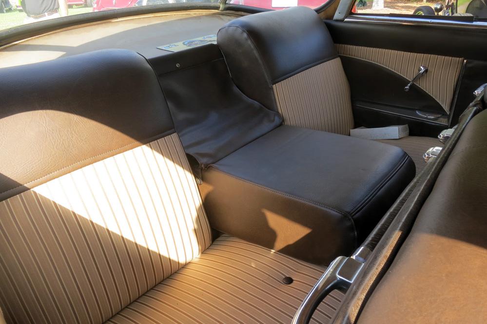 Armrest in rear seat is very wide.