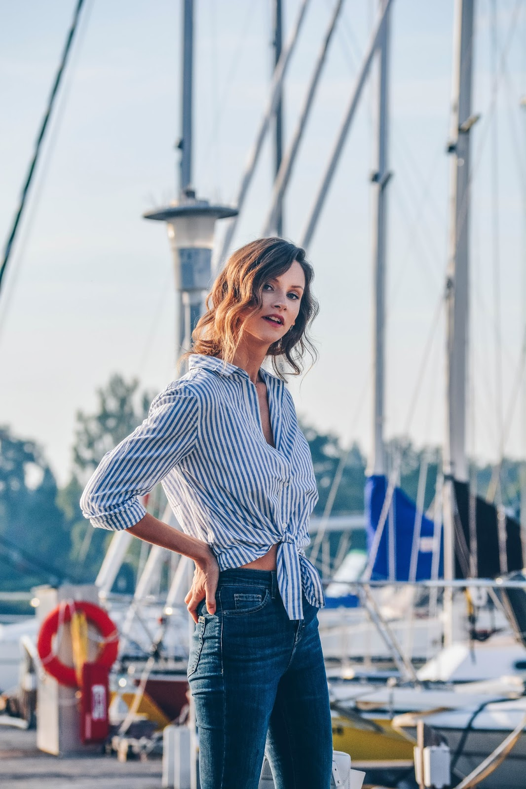 Fashion blogger, Alison Hutchinson, is wearing an H&M blue striped Shirt and Topshop Jamie Jeans