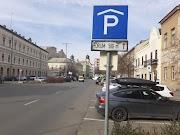 A városvezetés ajánlásával: itt parkolhatnak a szülők a Dósa nádor tér helyett