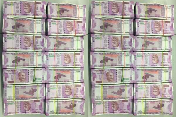 up-epection-2017-101-crore-rs-seized-till-now-by-police-it