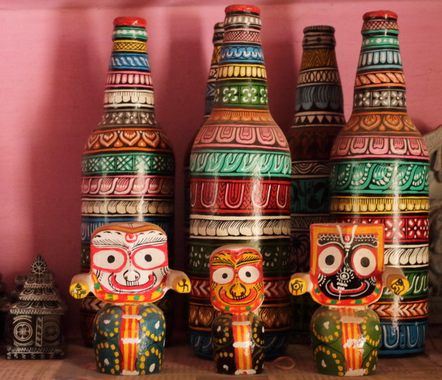 Saura Tribal Art on bottles as seen at Raghurajpur