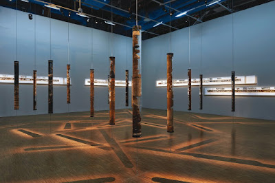 «Unconformities»: όσα ξέρουν το χώμα και οι πέτρες, στην πρώτη έκθεση σύγχρονης τέχνης στο Μουσείο της Ακρόπολης