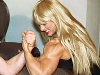 Female bodybuilding build muscle fast !