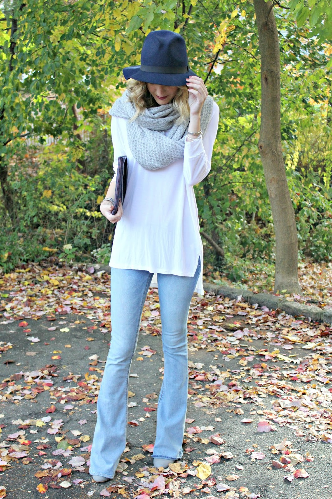 casual flare jeans outfit