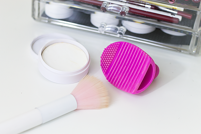 The Best Beauty Tools: Makeup Brush Scrubber