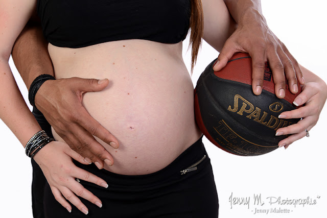 shooting grossesse en studio, bidon et ballon de basket
