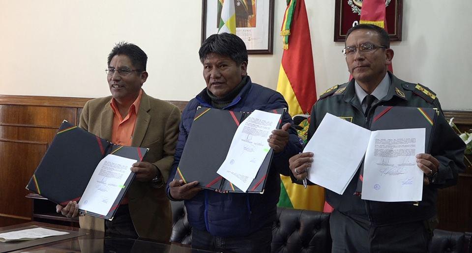 Gobernadores Patzi, Vásquez y el comandante del IGM, Gral Brig. Juan Manuel Piérola