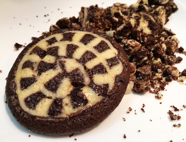 Vanilla & Chocolate Checkerboard Swirl Shortbread Cookie with Crumbs