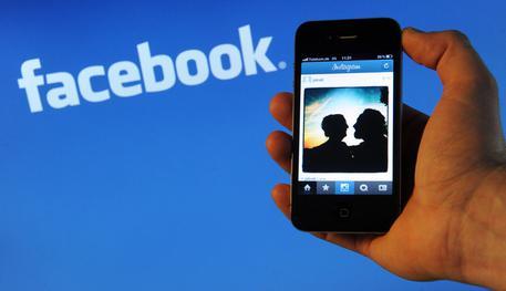 Buongiornolink - Boom utili e ricavi per Facebook, ma spettro Russiagate