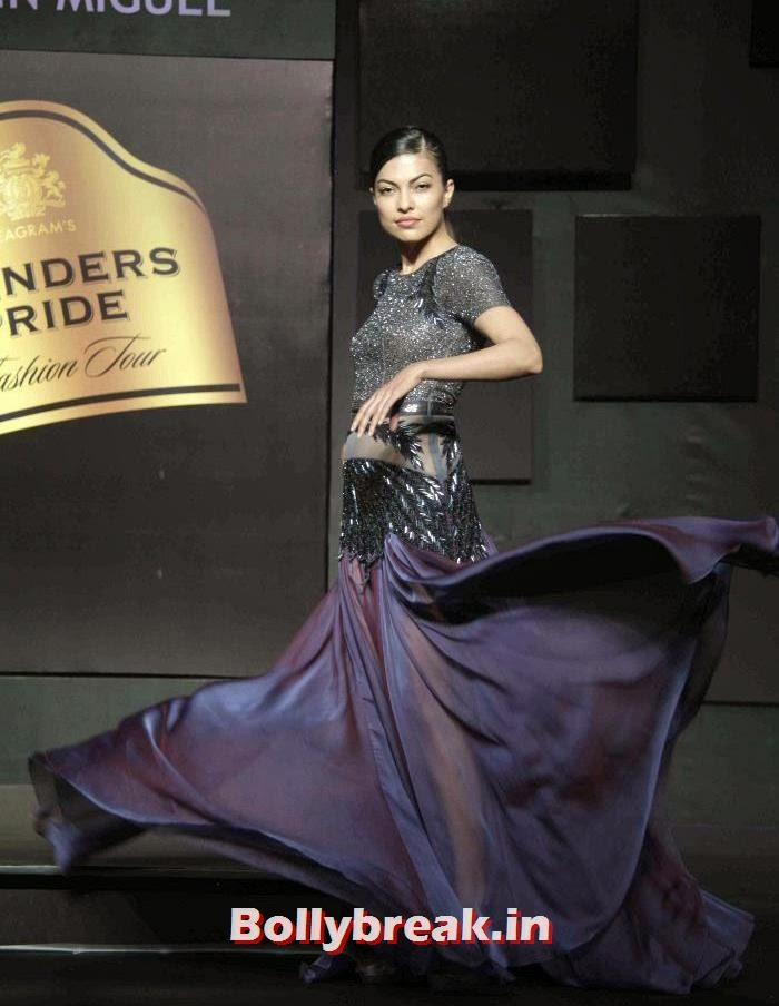 Gavin Miguel Show at Blenders Pride Fashion Tour 2013, Gavin Miguel Show at Blenders Pride Fashion Tour 2013