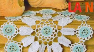 Hermosa carpeta en dos tonos al crochet