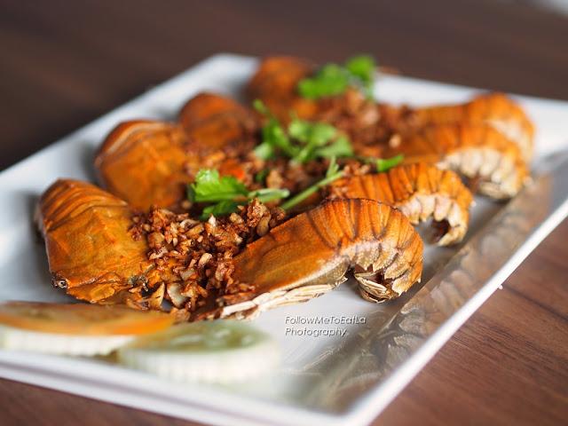 Kang Tod Ka Tiam ~ Deep Fried Crayfish With Garlic  RM 39