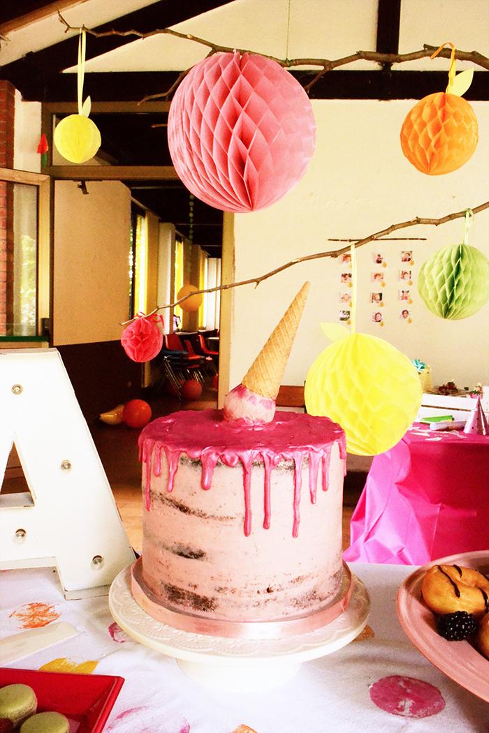 naked cake rosa con cono gelato colato