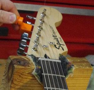 Guitar String Unwinding : so many guitars so little time part i unstringing the axe music go round louisville ~ Hamham.info Haus und Dekorationen