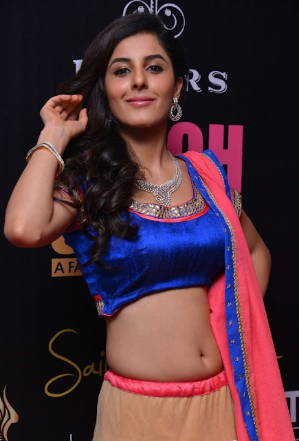 Isha%252BTalwar%252B%2525283%252529 - Malayalam Actress Isha Talwar Hot annuring naval showing Images collection