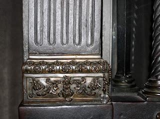 Il rosario sul lato destro