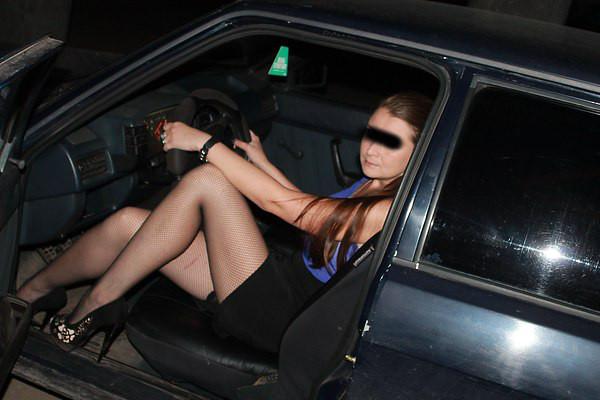 junge Dame will Parkplatzfick an der A 1