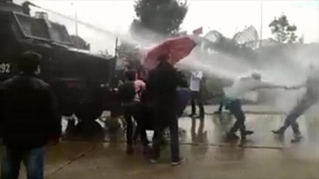 Policía colombiana reprime protesta pacífica de docentes