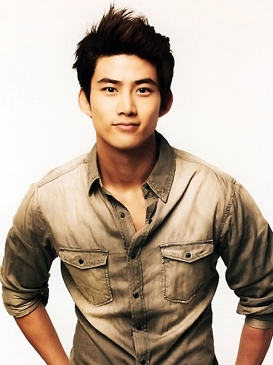 2pm.jyp.nation.2011.B05.taecyeon.jpg