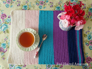http://redhairedamazona.blogspot.com.au/2015/04/super-easy-peasy-placemats.html