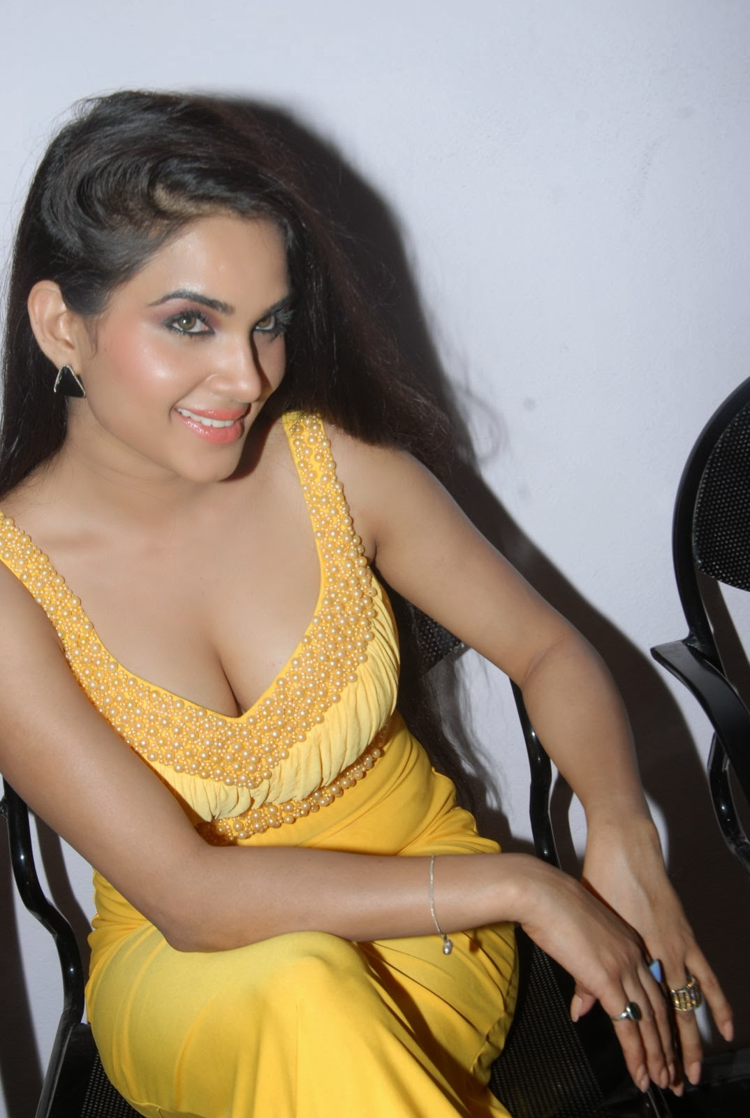 Kavya Singh hottest photos, actress Kavya Singh hot pics, Kavya Singh spicy pics