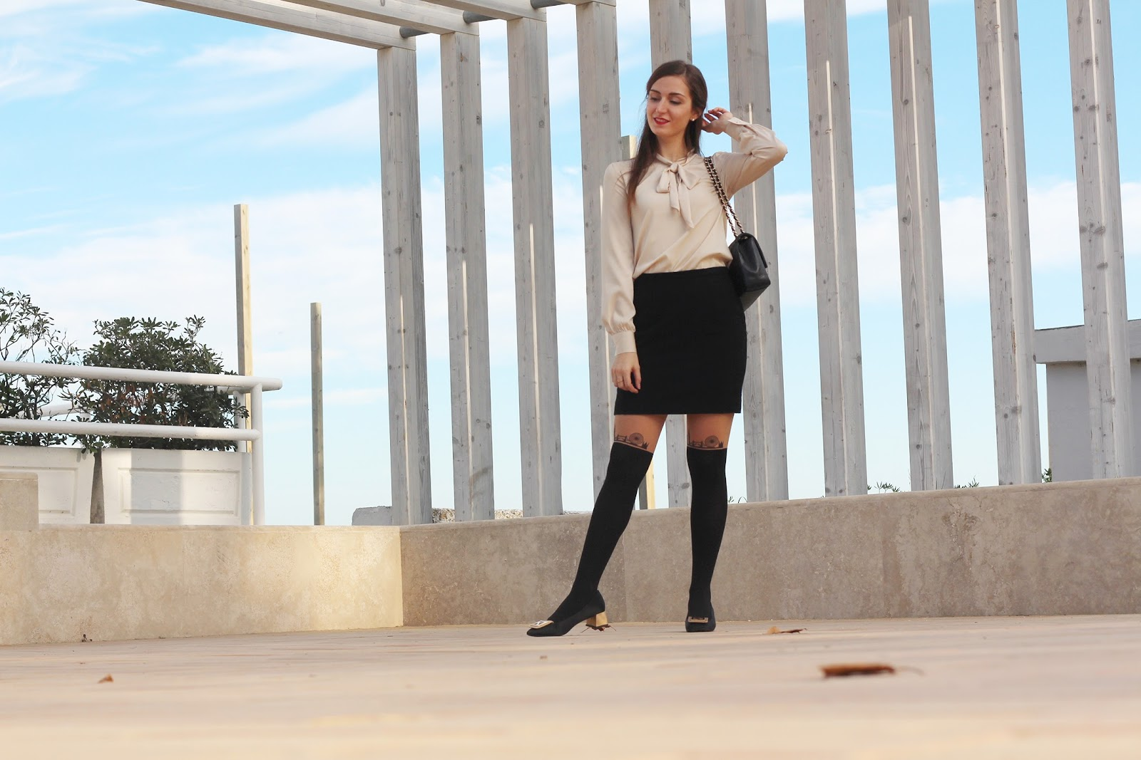 fashion blogger italy italia pescara outfit ootd style vogue fratelli rossetti flats shoes scarpe ballerine chanel bag calzedonia bow shirt sheinside fiocco camicia accessorize h&m anelli rings