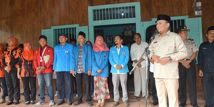 Wakil Bupati Karawang H. Ahmad Zamakhsyari, S.Ag mengikuti Deklarasi Maklumat Masyarakat Karawang.