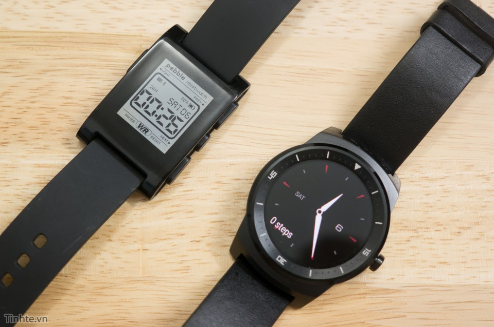 LG G Watch: A Smartwatch Clock That Looks A Lot Like A Clock
