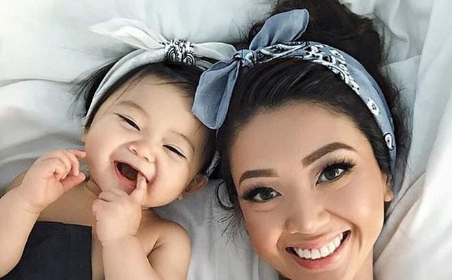 Cặp mẹ con xinh đẹp ngất ngây, chỉ nằm cạnh nhau chụp ảnh cũng nổi tiếng khắp mạng xã hội