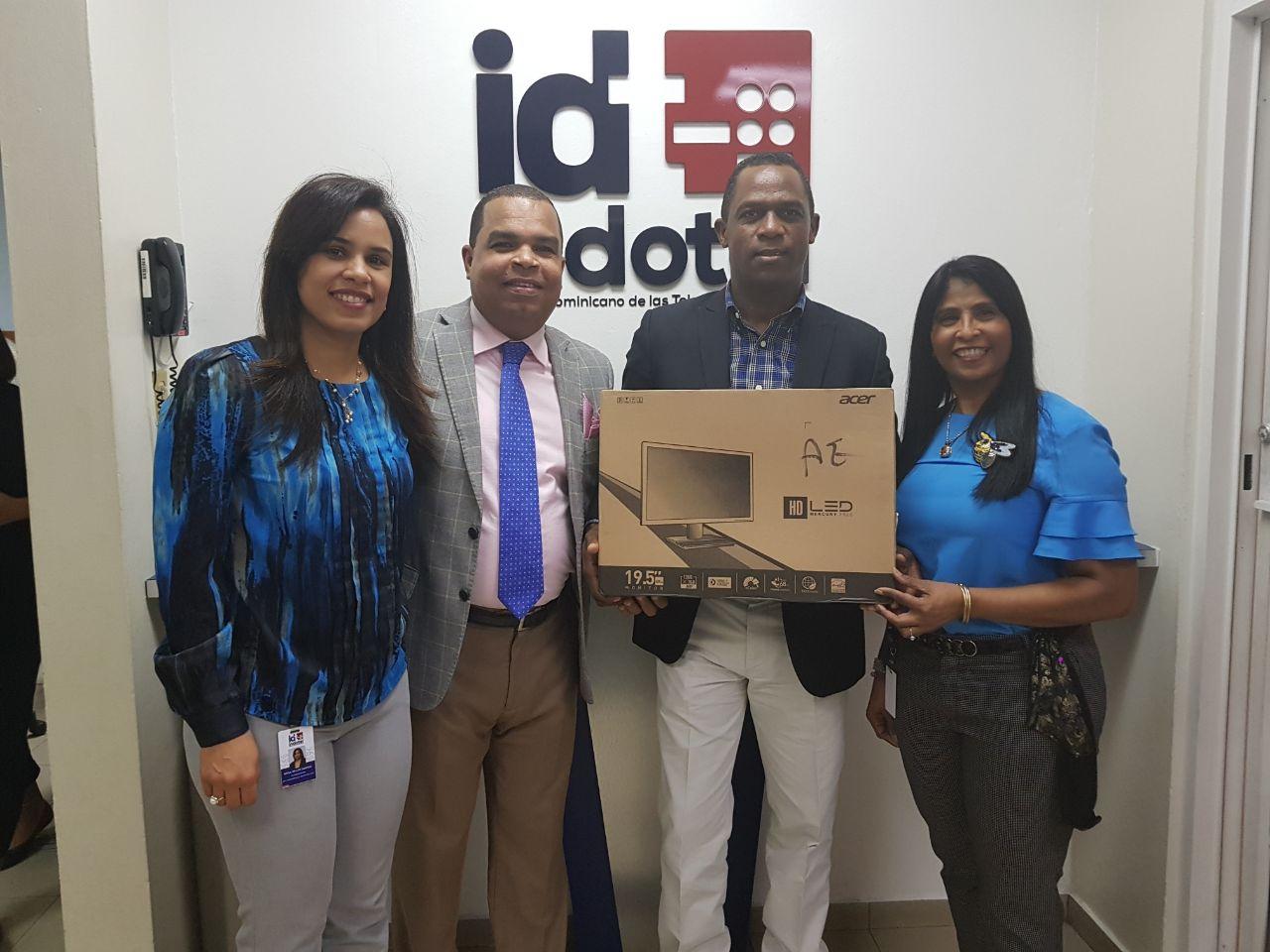 Indotel dona computadoras al diputado Mariano Montero para estudiantes meritorios de la provincia de Barahona