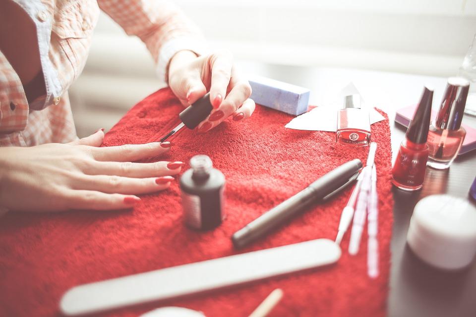 lakiery do paznokci które niszczą twój organizm, lakiery do paznokci