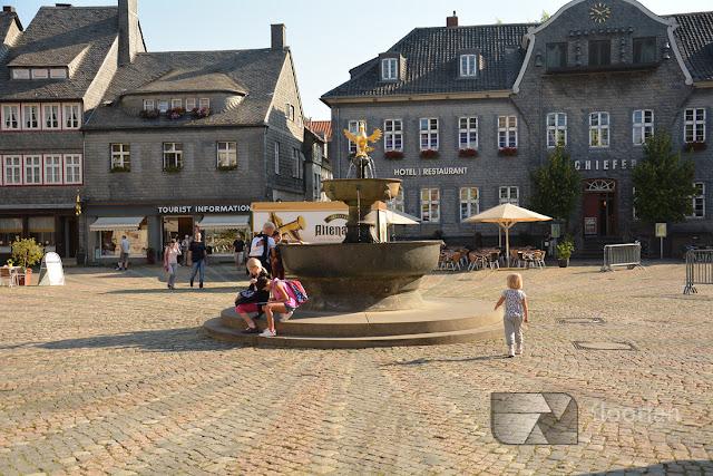 Fontanna na rynku w Goslar w Dolnej Saksonii.