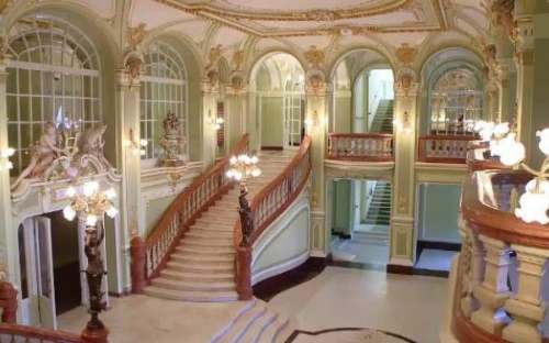 Intrare interioara in Teatrul National Iasi