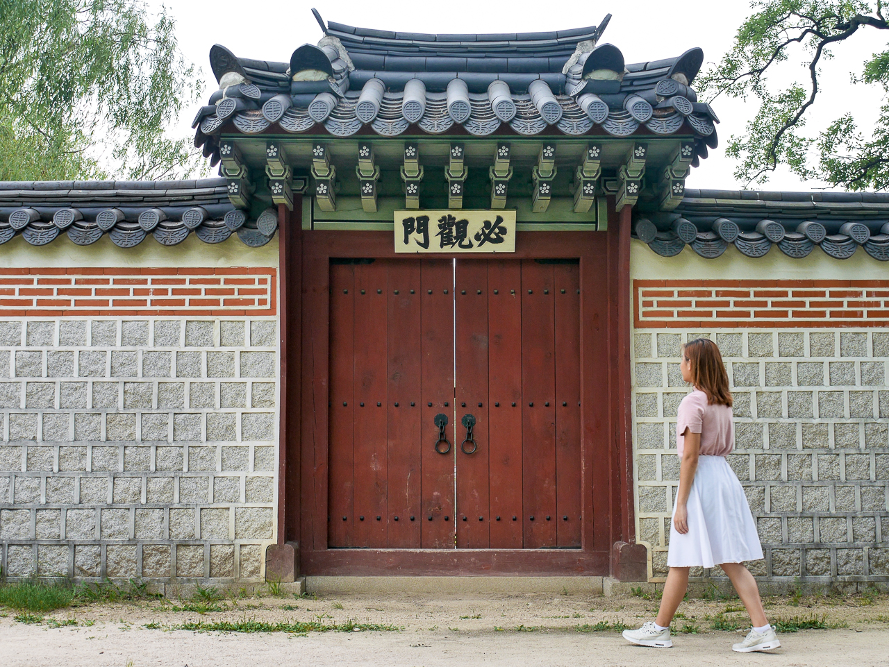 ootd and details of the gyeongbokgung palace in seoul